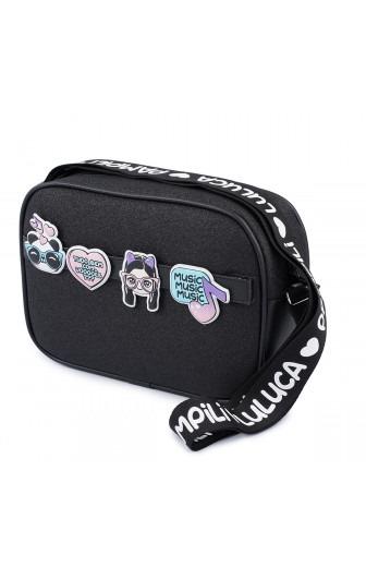 bolsa tiracolo da luluca com glitter e patches pampili lateral